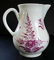 BEAUTIFUL DR WALL WORCESTER PUCE CAMAIEU MEISSEN STYLE PATTERN CREAM JUG C.1765-75