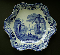 RARE SHAPE WEDGEWOOD TRANSFERWARE BLUE CLAUDE PATTERN BLUE AND WHITE DISH C.1822-30 thumbnail