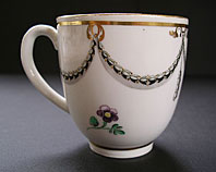antique pottery image - ELEGANT WILLIAM DUESBURY DERBY NEO-CLASSICAL HUSKS ANS SWAGS PATTERN PUCE MARK COFFEE CUP C.1782-1795