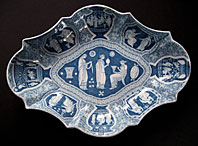 antique blue and white pottery image - AN UNUSUAL SHAPED SPODE STAFFORDSHIRE BLUE & WHITE GREEK PATTERN PEARLWARE POTTERY DISH C.1805-25